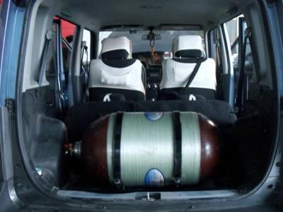 汽车油改气实际上是通过给汽车加装一套使用天然气的装置,高清图片
