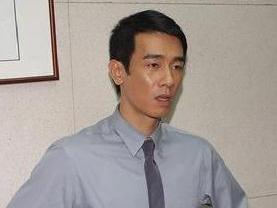 《神探两个半》又名《爆裂神探》台湾喜剧电影由台湾著名...