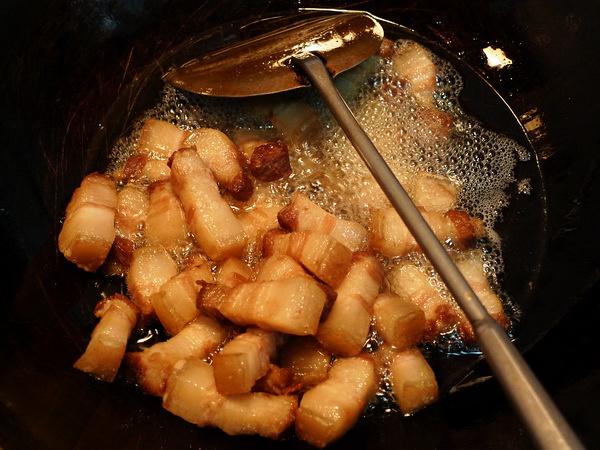 """""""重油重味""""是不少中餐的一大健康隐患。"""