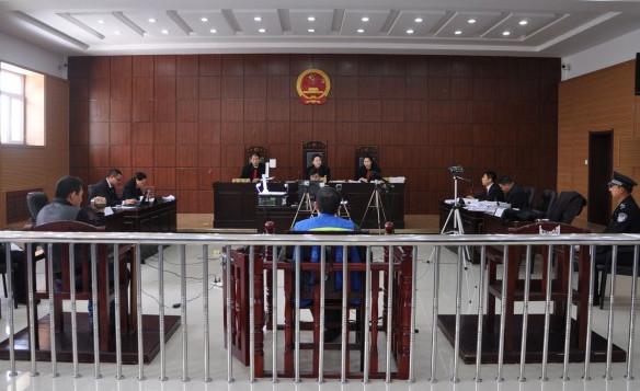 11月28日,伊春市伊春区人民法院的庭审现场。