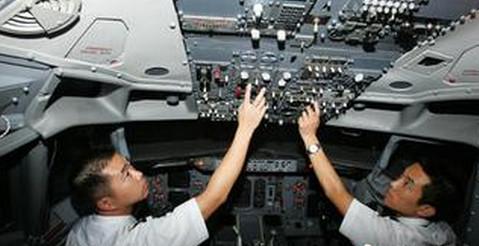机长在机舱内有绝对权威
