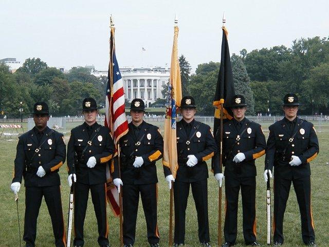 美国警校是培训教育,强调技能培训,淘汰率很高。