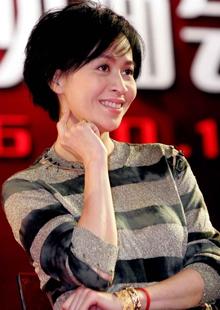 此前,刘嘉玲也身陷养小白脸传闻中