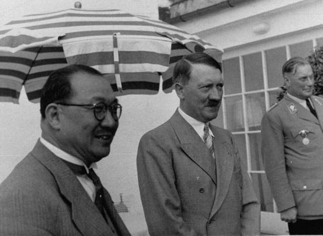 1937年,孔祥熙访德,与希特勒合影