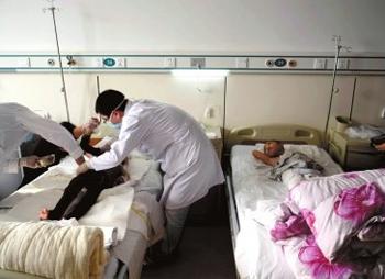 两位进京疗伤的孩童