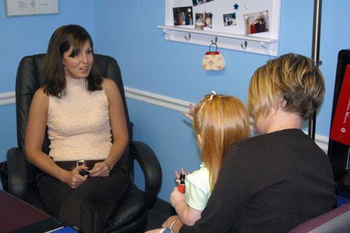 对非病理性心理问题,对儿童的心理咨询与矫正有不错的效果。