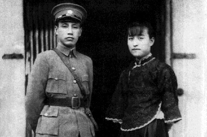 蒋介石与陈洁如,摄于1920年代。