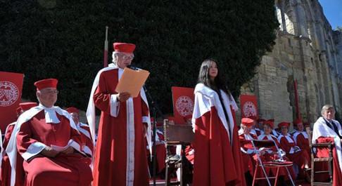 赵薇和他老公在2011年花400万欧元买下波尔多蒙罗酒庄