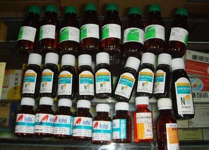 虽被监管但仍被滥用的含可待因止咳水。