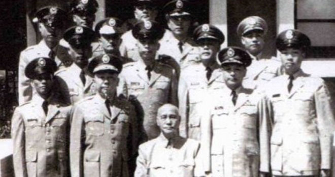 1964年,蒋介石接见台湾驻越军事顾问团。