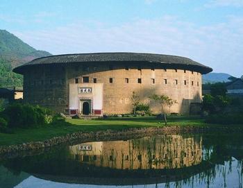 传统的客家土楼在古代主要作用也是抵御外敌。
