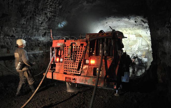 镍矿开采对环境有伤害,并且出口原矿是很低端的产业