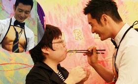 黄晓明35岁生日,穿裸男围裙为粉丝下厨