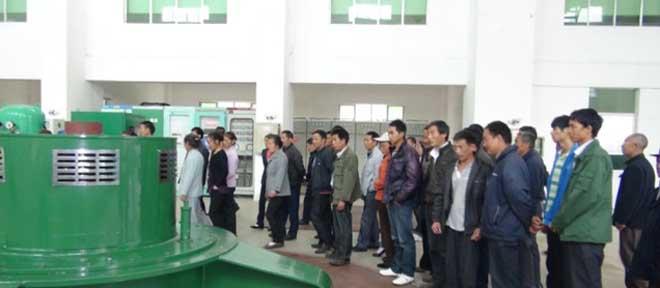 建设村村民被组织去参观工业项目