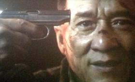 成龙拿枪指头的镜头经过公安部门多次审核