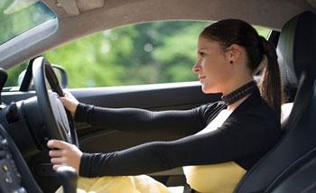 女司机在先天条件上与男司机有一定劣势