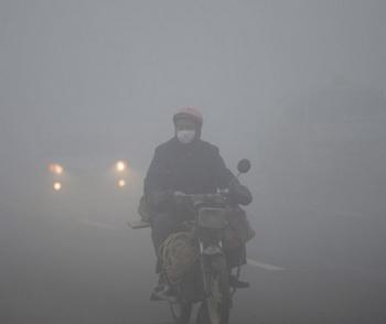 国人受雾霾困扰的日子越来越长,相关心理应对却一片空白