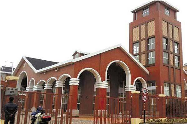 浙江这家高档幼儿园的建筑很豪华,安保据说也很严格