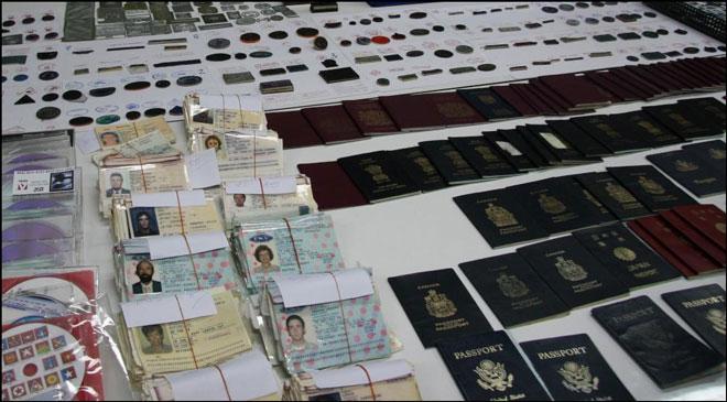 泰国警方缴获的大量非法护照