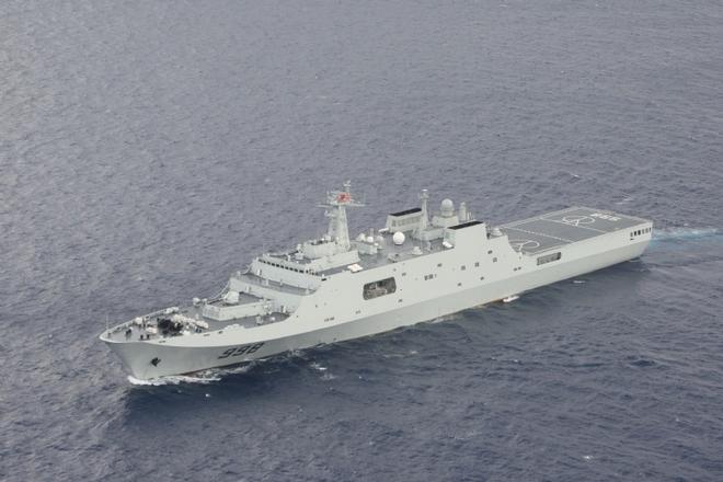 """中国此次派出参与搜救的""""昆仑山""""号登陆舰"""
