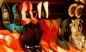 杨幂为出席纽约时装周,自备了十几双战鞋