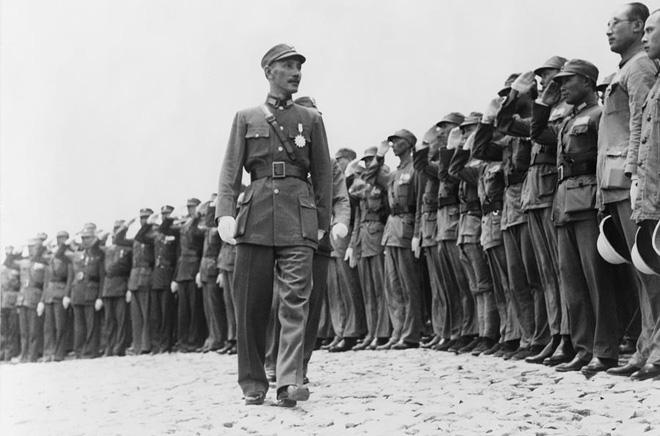 抗战初期,蒋介石视察庐山高级军官训练团