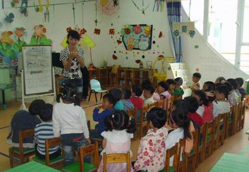 幼儿园老师对孩子具有绝对权威