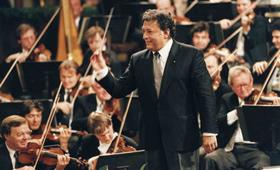 演出季,知名的维也纳爱乐乐团是这的常客