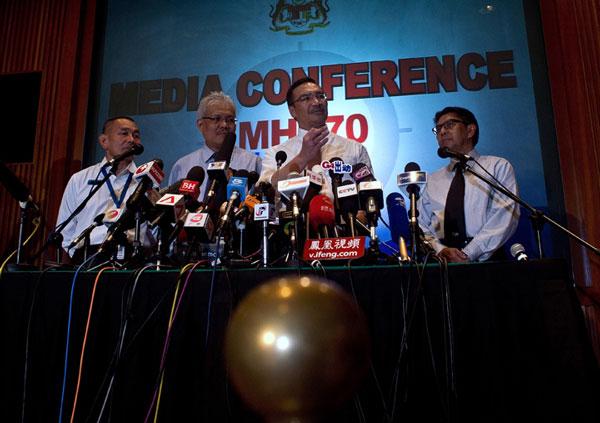 """马来西亚主导的搜救行动迟迟没有结果,但没有理由认为他们掌握""""真相"""""""