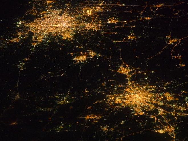 京津冀地区夜景太空图,从中不难看出三地发展的不均衡