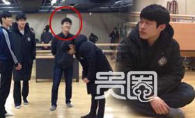 韩国中央大学表演系教室,安庆洪正在上课