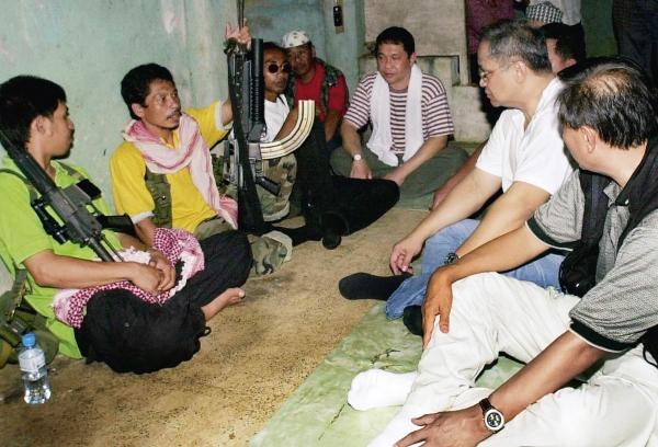 菲律宾政府在和阿布沙耶夫组织谈判,解救人质