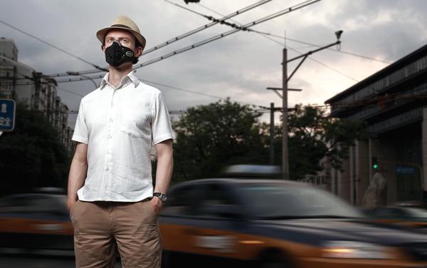 """即便对于在华外国人,能拿到""""污染津贴""""的也只有少数人"""