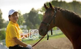 栾树是中国第一个到国外去学马术的人