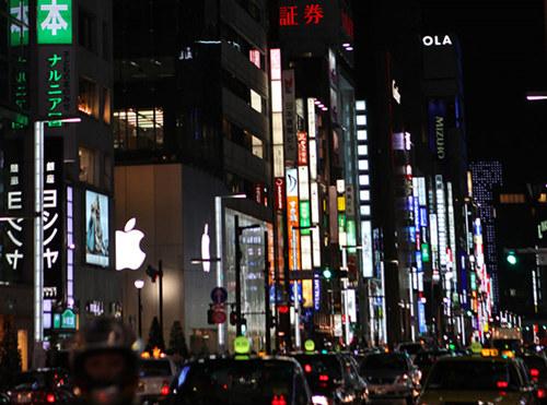 东京街头鳞次栉比的广告牌