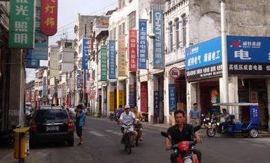 中国很多地方的户外广告牌,设计极其丑陋