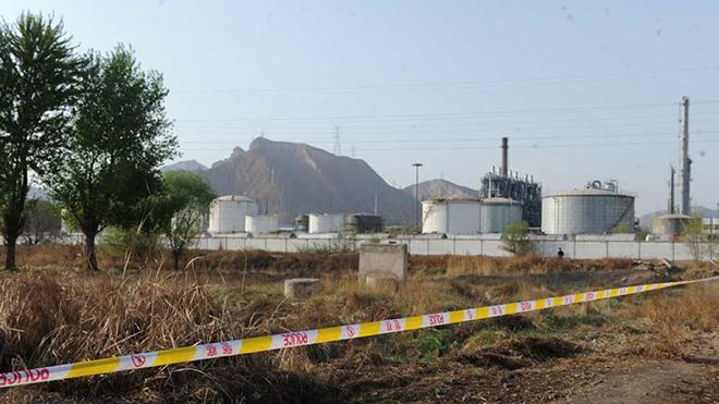 4月12日,兰州市威立雅水务集团苯超标的水厂4号自流沟附近仍臭味刺鼻