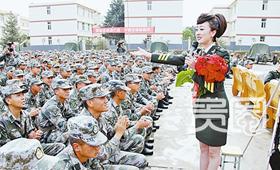 部队文工团每年必须下基层完成百场演出