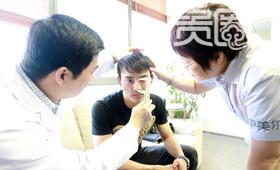 采访当天,姜飞来复查他四个月前整的鼻子