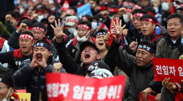 韩国人颇为刚烈的示威文化,与自虐史观有一定关系