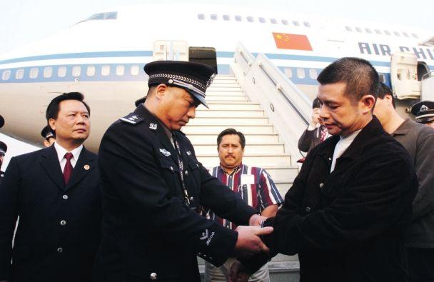 中国银行广东开平支行原行长余振东为首例押回的外逃贪官