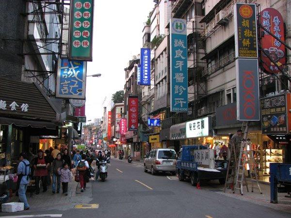 """台北永康街,被台湾大学生当做""""小创业者""""天堂"""