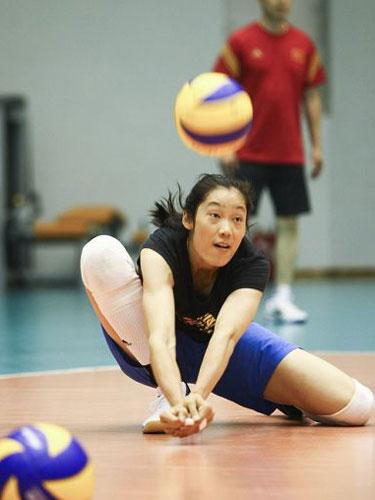 小时候的朱婷体质很差,教练曾担心胳膊一碰就折