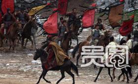 《赤壁》剧组全员近千人,马队就200多人