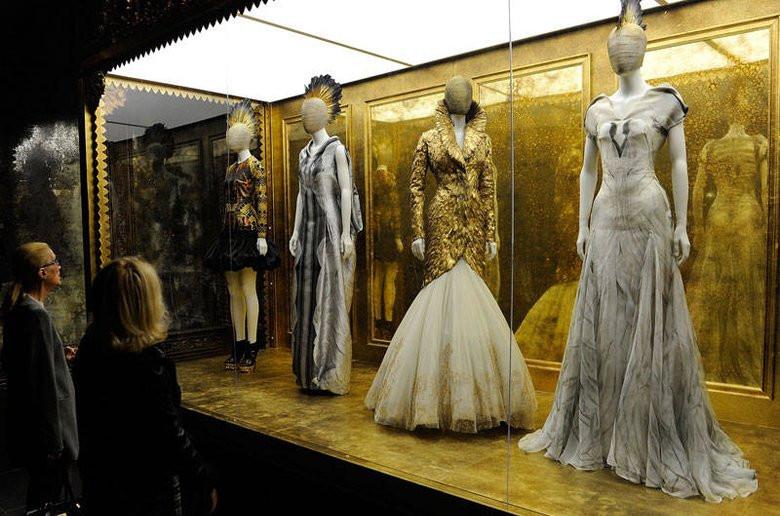 2011年,《野性之美》在纽约大都会博物馆开展,引起轰动,成为该馆历史上参观人数最多的展览。