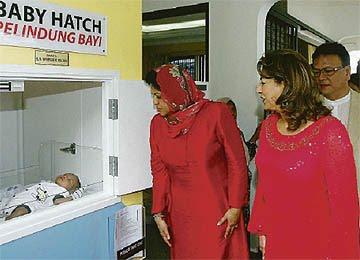 """马来西亚的""""弃婴岛""""接收的基本都是未婚妈妈的孩子"""