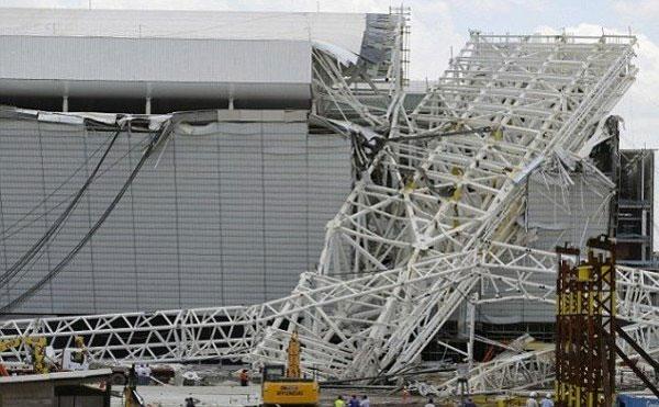 去年12月,揭幕战所在的圣保罗球场还发生了一起坍塌事故