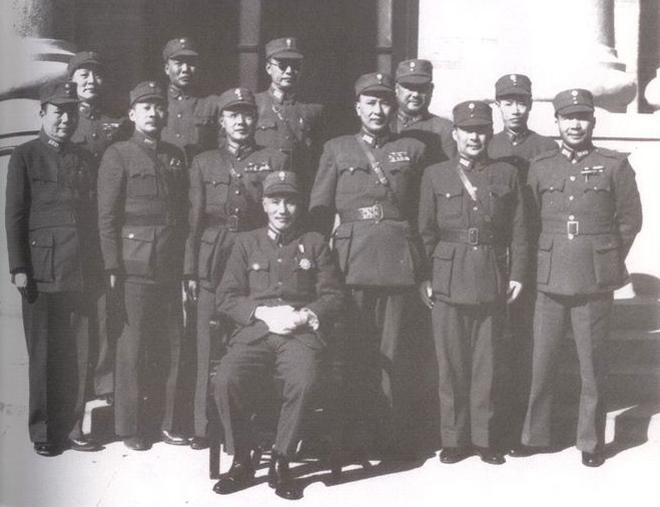 抗战胜利后,蒋介石、白崇禧与各战区司令长官合影