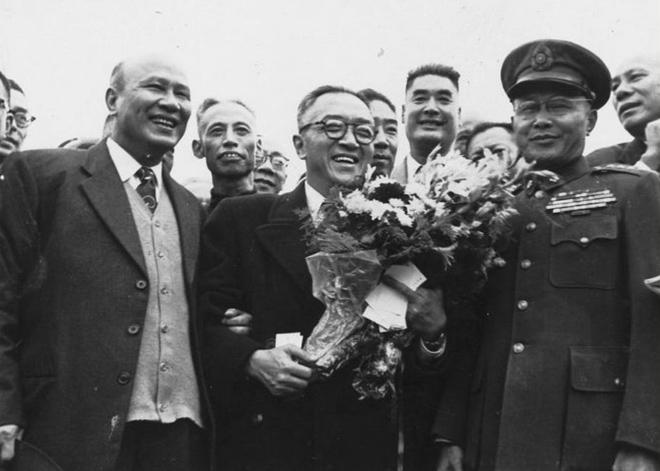 1952年,白崇禧、何应钦等前往机场迎接胡适自美回台