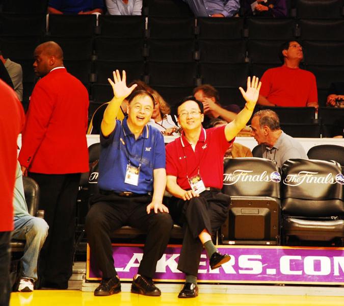 """张卫平和孙正平,""""两平""""为中国观众奉献了最早的NBA总决赛直播"""